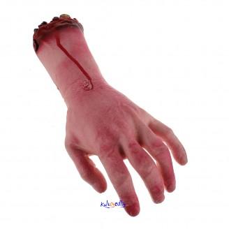 Blodig virkelighetstro falsk hånd. Til Halloween eller andre passende anledninger.